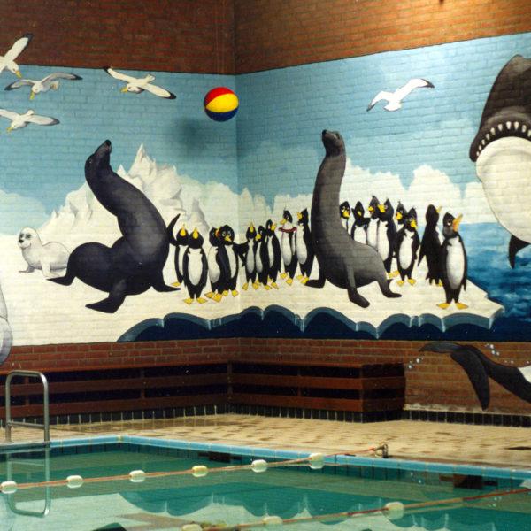 beschilderde zwembad muren
